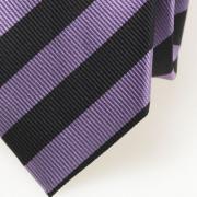 Seidenkrawatte mit schwarzen und violetten Streifen - Detail