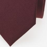 schmale Krawatte dunkelrot detail